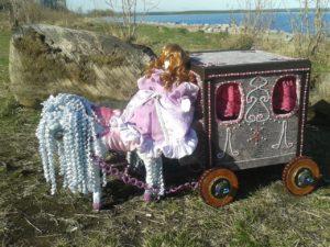 Карета- трансформер для куклы.