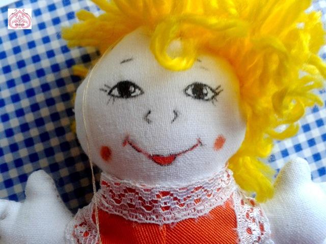 Рисование лица куклы.