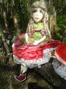 Платье текстильной куклы Пион.
