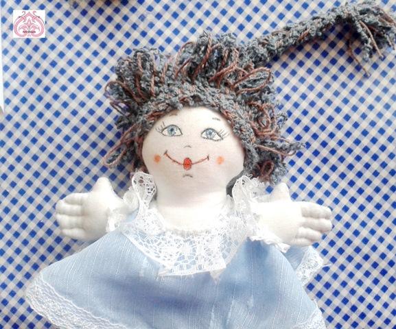 Паричок, одежа и роспись куколки Пятница.